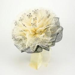 Montaje para alfileres de novia. Flor beige